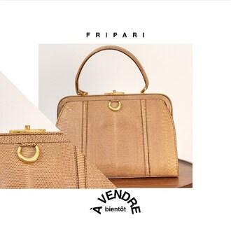 F R I P A R I |  Authentique*  Sac Lézard vintage  #fripari #achetez #vendez #louez #fripe #fripes #friperie #fripeenligne #enligne #online #secondemain #secondhand #vintage #vintageonline #vintageenligne #pretaporter #luxe #location #upcycler #paris #france #sac #bag 📸 Photographe : @urbans_cam 🖥 Marketing : @epixee.fr