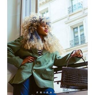 F R I P A R I |  Une mode éthique 🌹  #fripari #achetez #vendez #louez #fripe #fripes #friperie #fripeenligne #enligne #online #secondemain #secondhand #vintage #vintageonline #vintageenligne #pretaporter #luxe #location #upcycler #paris #france #mode #sac #bag #ethique 📸 Photographe : @urbans_cam 👩🏽🦱 Modèle : @catyhia 🖥 Marketing : @epixee.fr
